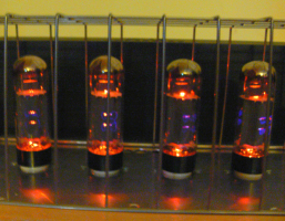 4 x EL34's glowing - my first DIY tube amp in action ...